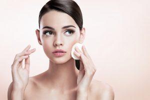 Hvordan fjerne sminke uten standard kosmetikk?